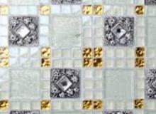 Отделка стеклянной плиткой: за и против