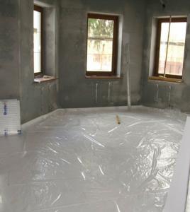 Укладка пенопласта в бетонную стчжку